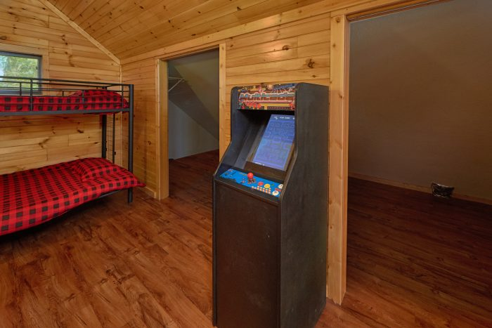 3 Bedroom Cabin Sleeps 12 with Arcade Game - Simply Incredible