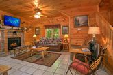 2 Bedroom Cabin with Fireplace in Living Room