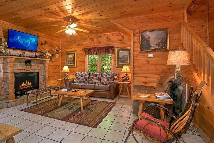 2 Bedroom Cabin with Fireplace in Living Room - Simply Irresistible