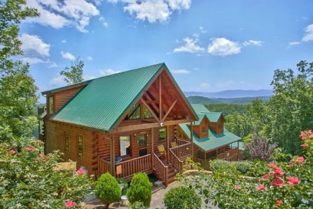 Barefoot Lodge: 4 Bedroom Sevierville Cabin Rental