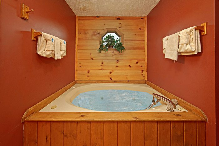 Jacuzzi Tub in Cabin - Sleepy Ridge