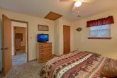 3 bedroom cabin with Queen bedroom and TV