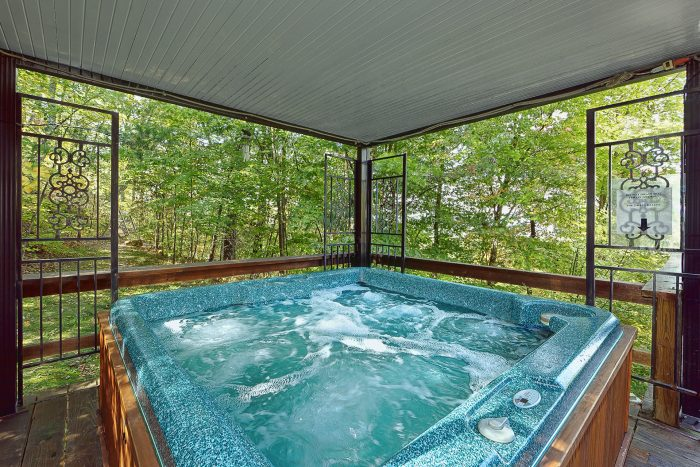 Private 3 Bedroom cabin with large hot tub - Smokeys Dream Views
