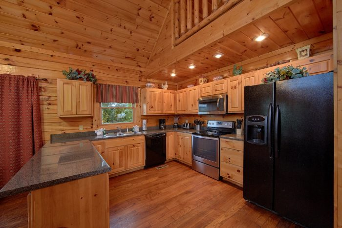 7 Bedroom Cabin with full Kitchen and Bar stools - Smoky Mountain Lodge