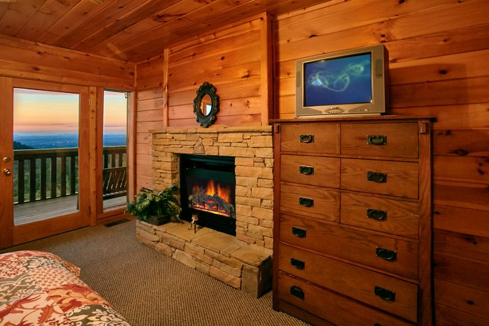 Cabin with queen suite with fireplace - Smoky Mountain Melody