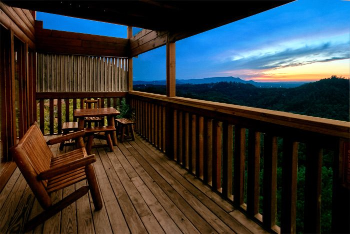 Cabin with mountain views and 4 decks - Smoky Mountain Melody