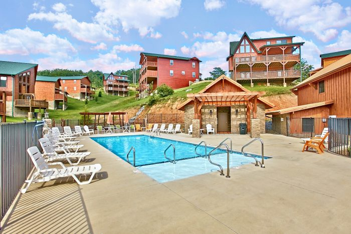 Cabin near Dollywood with a Resort Swimming Pool - Snuggled Inn