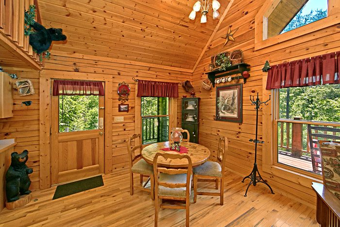 Cabin with Dining Table - Spirit of the Valley