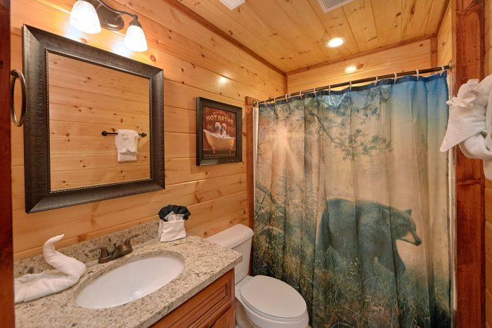 2 Bedroom Cabin with 2 and half baths - Splash Mountain Lodge