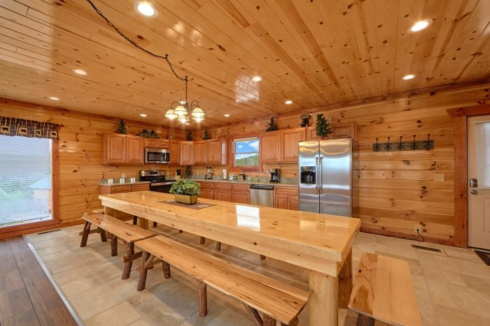 6 Bedroom Cabin with Large Dining Room Table - Splashin' With A View