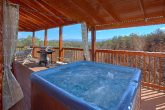 Luxury 3 Bedroom Cabin with Hot Tub on Deck