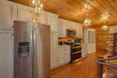 Luxurious Kitchen 3 Bedroom Cabin Sleep 9