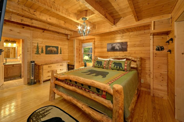 3 Bedroom Cabin Sleeps 9 Master Suite - Sugar Bear View
