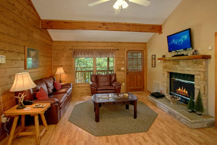 Honeymoon Cabin with Fireplace - Sugar Plum