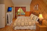 Honeymoon Cabin with Private King Suite