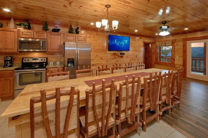 6 Bedroom Cabin with Large Dining Room Table - Swimmin' In The Smokies