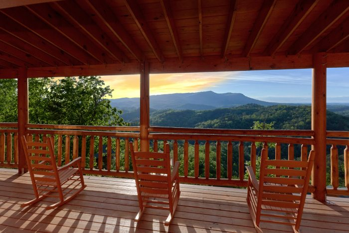 6 Bedroom Cabin with Gorgeous Mountain Views - Swimmin' In The Smokies