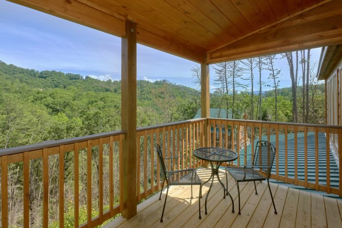 2 Bedroom Cabin with Lots of Out Door Seating - Swimming Hole
