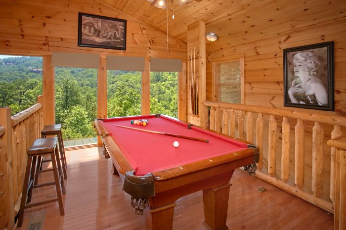 Cabin with Pool Table and Arcade Game - Swimming Hole