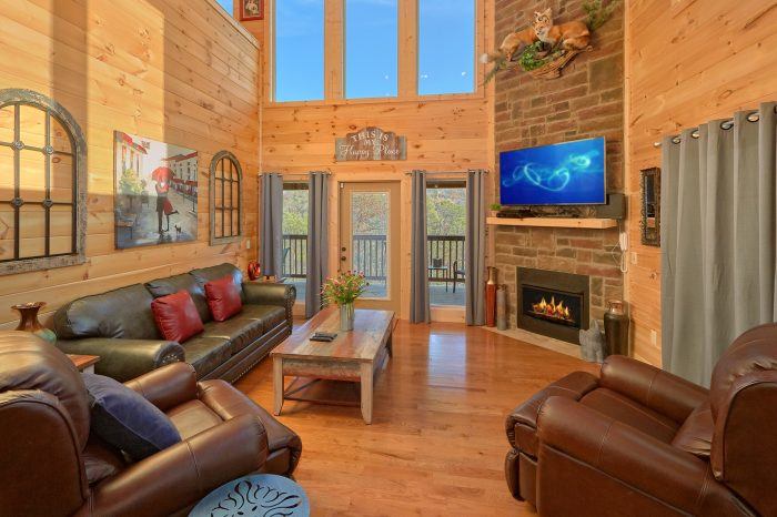 Swimming Pool Cabin with Private Hot Tub - Swimming Hole