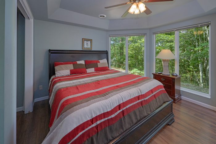 Luxury 8 Bedroom Cabin with Master King Bedroom - The Majestic