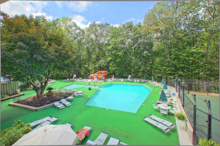 Gatlinburg Chalet with Resort Swimming Pool - The Majestic