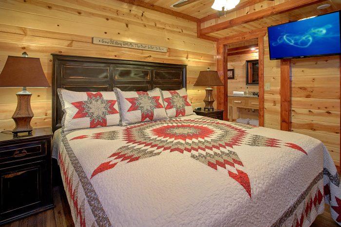 Comfortable 4 Bedroom Cabin Sleeps 14 - The Only TenISee