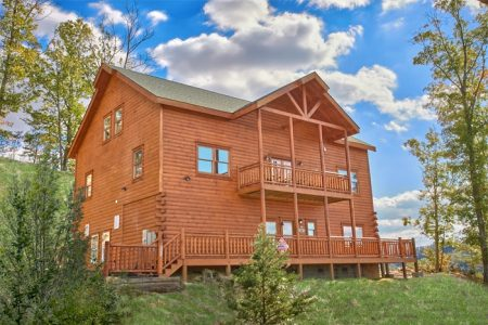 The Hummingbird: 6 Bedroom Sevierville Cabin Rental