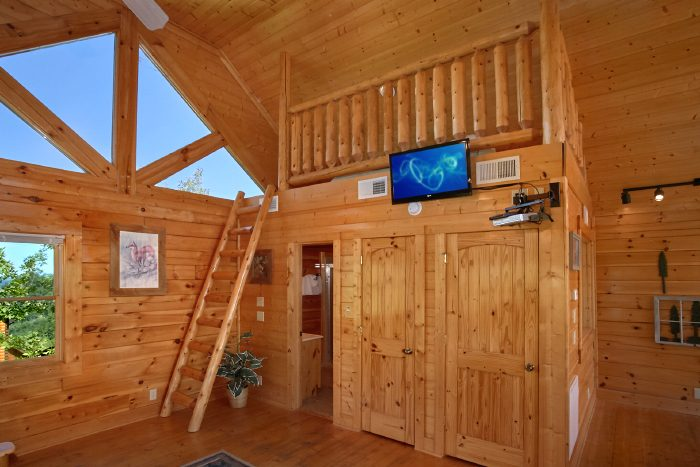 King Suite with Private Bath and Loft Space - The Summit