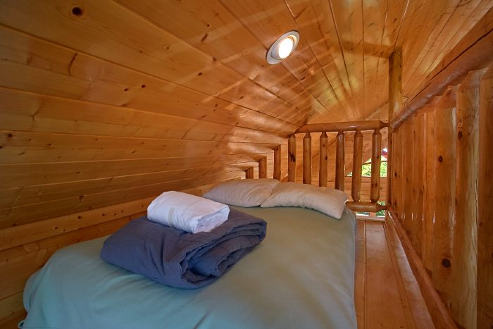 2 Bedroom Cabin with Loft sleeping Area for Kids - The Summit