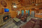 Luxurious 2 Bedroom Cabin with Dining Area