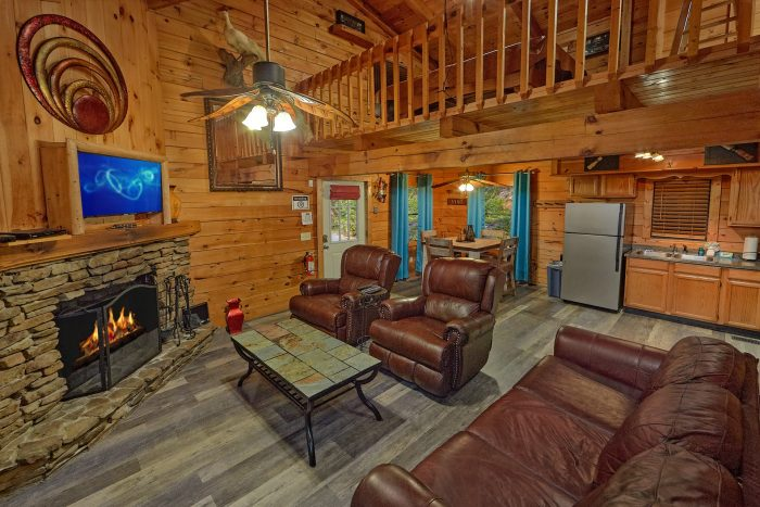 Luxurious 2 Bedroom Cabin with Dining Area - The Waterlog