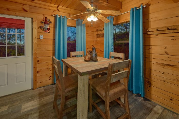 Luxurious 2 Bedroom Cabin with King & Queen beds - The Waterlog