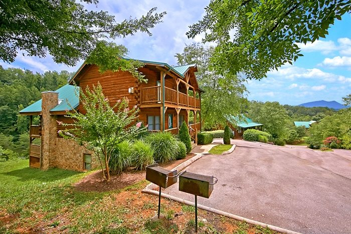 Smoky mountain cabin rental with pool access for Smoky mountain cabin rental with private pool