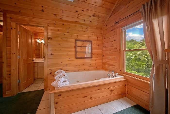 Cabin with corner jacuzzi and private bath - Timber Lodge