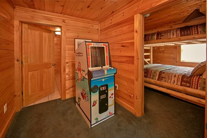 Cabin with stand up arcade game and pool table - Timber Lodge