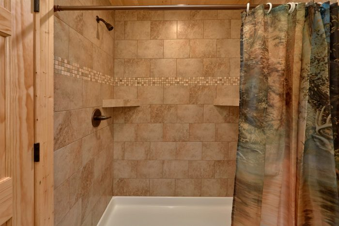 5 Bedroom Pool Cabin with a Walk-In Shower - TrinQuility View