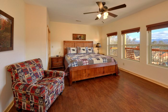 5 Bedroom and 5 Bathroom Cabin with a Pool - TrinQuility View