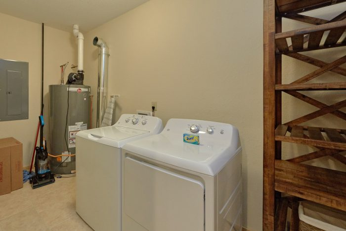 5 Bedroom Pool Cabin with Full-Size Laundry Room - TrinQuility View