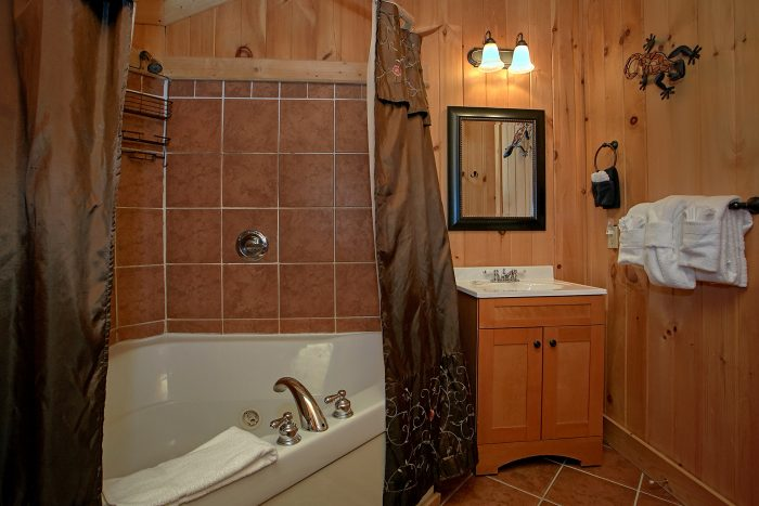 Master Bath Room Gatlinburg 3 Bedroom Cabin - View Topia Falls