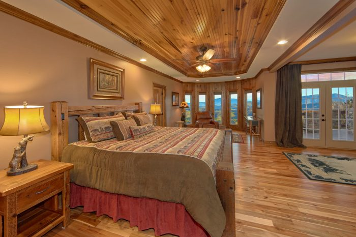 Bedroom with Sitting Area overlooking mountains - Villa at Laurel Cove