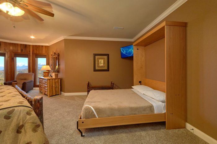 Large King Bedroom with queen Murphy bed - Villa at Laurel Cove