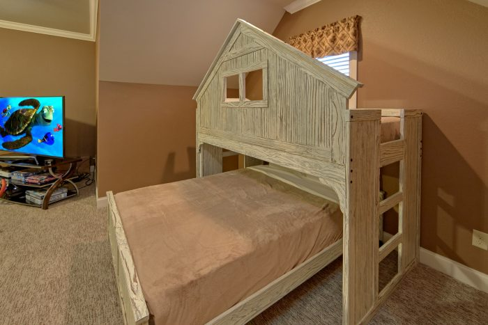 Luxury Cabin with Bunk Beds and Game Room - Villa at Laurel Cove