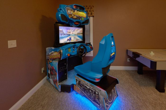 Luxury 5 bedroom Cabin with race car arcade game - Villa at Laurel Cove