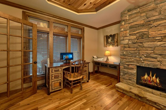 Luxury Cabin with Home Office and Computer - Villa at Laurel Cove