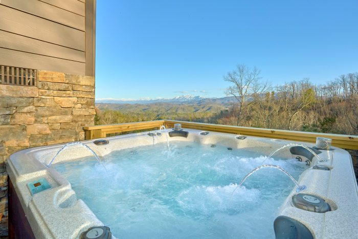 Private Hot Tub and Mountain Views from Deck - Bluff Mountain Lodge