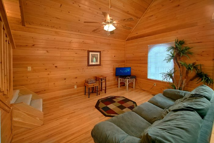 Honeymoon Cabin with Spacious Living Area - Wild Kingdom
