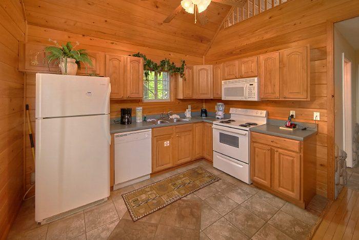 Luxury Honeymoon Cabin with Full Kitchen - Wild Kingdom