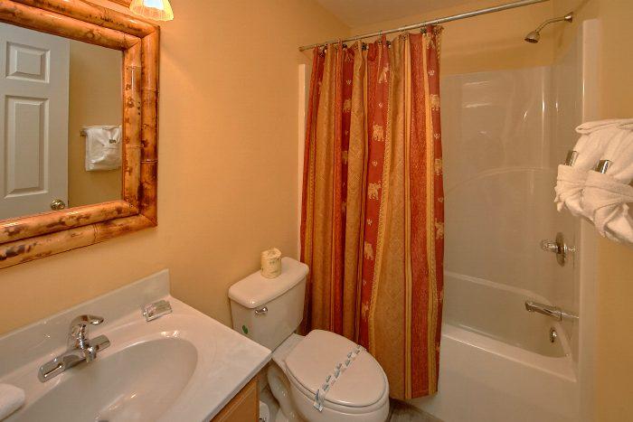 Luxury Gatlinburg Cabin with King Room and Bath - Wild Kingdom