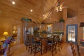 Luxury Cabin with Spacious Kitchen and Bar